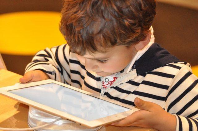 Jak chronić dzieci w internecie?