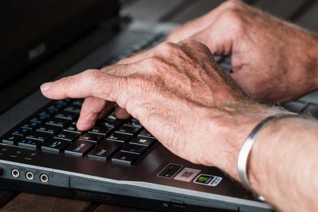 Zakupy przez internet dla seniorów – krok po kroku